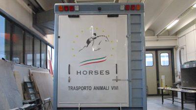 Decorazione van trasporto cavalli
